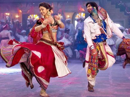 Ae haalo haalo! If you love Garba and Dandiya, then get prepared to Rock Image Source Pinterest