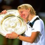 Women's tennis star Jana Novotna dies after a long conflict with cancer.