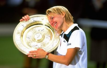 Women's tennis star Jana Novotna dies after a long conflict with cancer.Image Source Bleacher Report