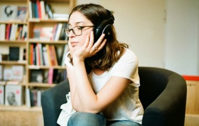 Know about which is the online radio that's cool and private and free. Image Source makeuseof